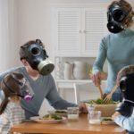 Cattiva abitudine di non areare quando si cucina o si utilizzano deodoranti o prodotti per la pulizia domestica